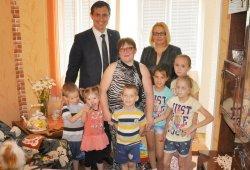 Руководители Госадминистрации поздравили одну из бендерских семей с Международным днем защиты детей