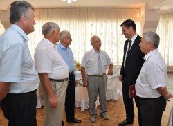 Глава города поздравил с юбилеем Николая Митиша