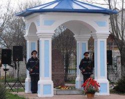 Траурный митинг и возложение цветов в память о погибших защитниках города