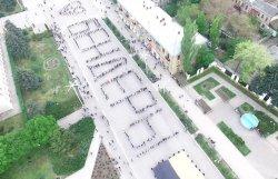 На Площади Освобождения прошел массовый танцевальный флешмоб