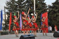 Цветочный бульвар, борьба на поясах «Трынта» и выступление хоров…