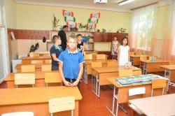 Условия для первоклассников. Глава Бендер проверил готовность городских школ к началу учебного года