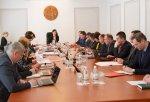 В Правительстве обсудили выплаты пенсий и закупку оборудования для медучреждений