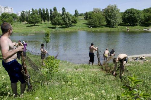 В <? print(123); ?>е прошла акция по очистке озера в парке «Дружбы народов»