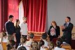 Бендерская средняя школа №2 получила в подарок интерактивную доску