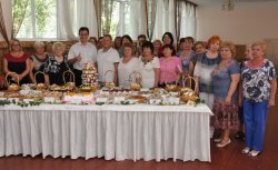 Глава города наградил тружеников сферы торговли и общественного питания
