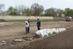 На стадионе «Динамо» засеяли современный футбольный газон