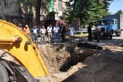 В Бендерах ведутся работы по устранению крупной аварии на канализационных сетях