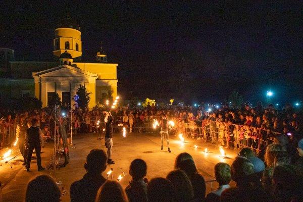 Последний звонок  # молодежь. Школьники отметили конец учебного года на фестивале в Бендерской крепости