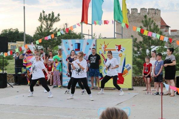Ромашковое счастье: День семьи, любви и верности отметили в парке Александра Невского
