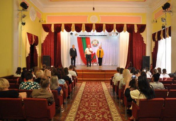 Защитники Отечества с юных лет. В Бендерах наградили участников Всероссийского патриотического конкурса