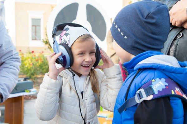 Шлягеры на все времена звучали в парке А. Невского в минувшие выходные
