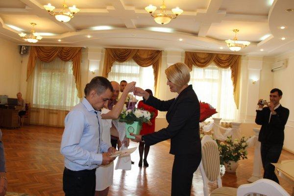В Бендерах 4 пары приурочили свадьбы ко Дню города
