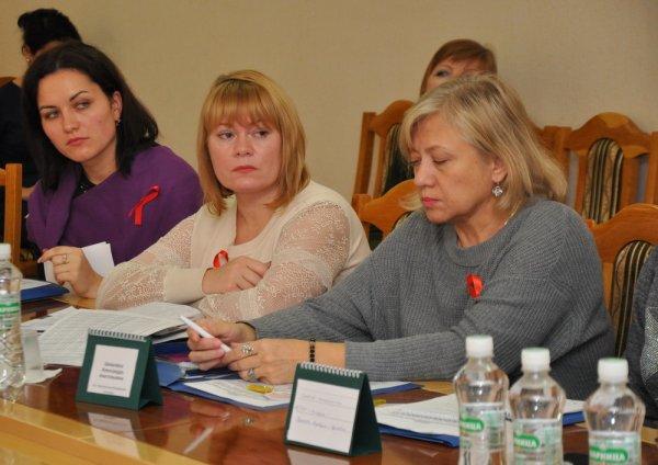 Ситуацию по ВИЧ обсудили в госадминистрации за круглым столом