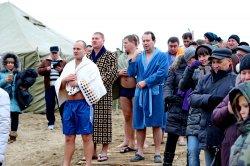 На новом пляже Бендер прошли Крещенские купания
