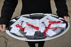 В Бендерах дети-сироты получили ключи от квартир