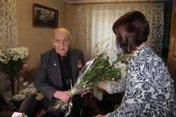 Ветерану ВОВ Николаю Гуляеву исполнилось 95 лет