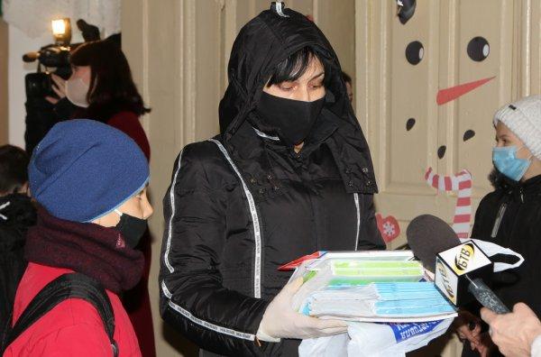 В Бендерах детям из многодетных семей вручили канцелярские принадлежности