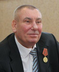 Тренер по волейболу Владимир Сиркис награжден медалью «За отличие в труде»