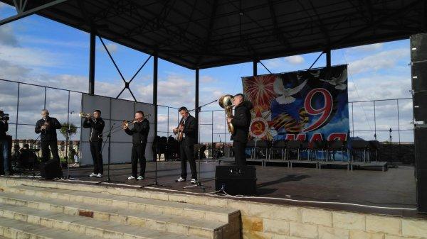 Концерт в парке А. Невского в самом разгаре (изменено)