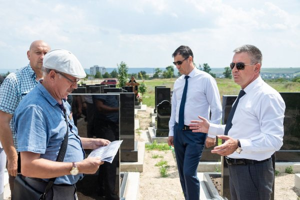 Президент поручил облагородить территорию Борисовского кладбища у памятников умершим защитникам (+видео)