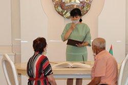 В Бендерах в День семьи, любви и верности чествовали юбиляров, проживших вместе 65 лет, и молодоженов