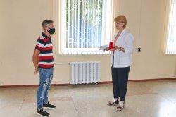 В госадминистрации сегодня вручили ключи от квартиры сироте