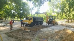 На углу улиц Кирова и Лазо  восстанавливают дорогу
