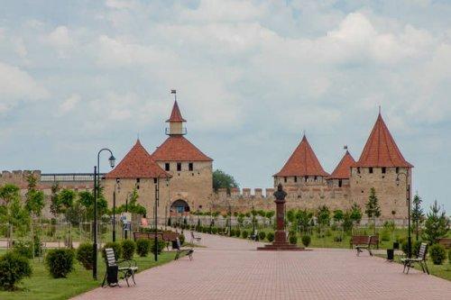 В Бендерской крепости приняли дипломатов полутора десятков государств